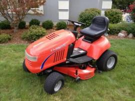 Dean's Farm Supply Simplicity Lawn and Garden Tractors